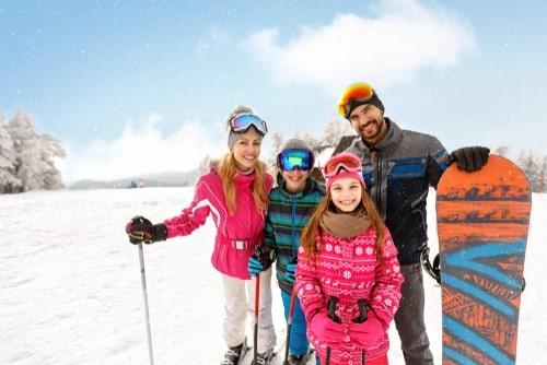 Hos Dansk Rejseforsikring kan du købe en skirejseforsikring til alle familiens medlemmer.